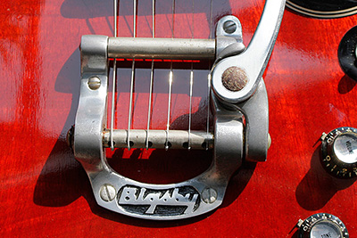 gibson-sg-bigsby-00