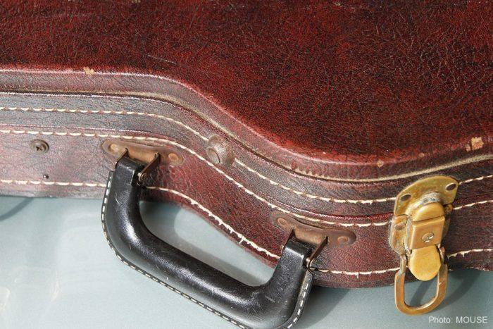 ギターケースのリベット