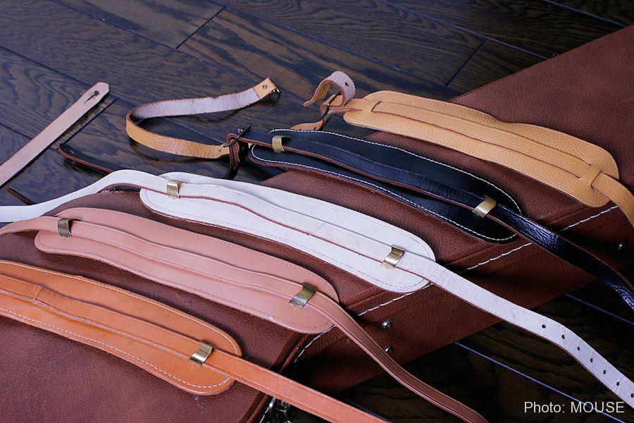 革製のギターストラップ