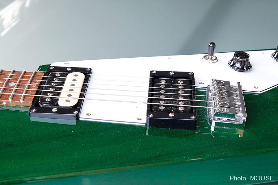 カスタムオーダーのサンダーボルト・ギター