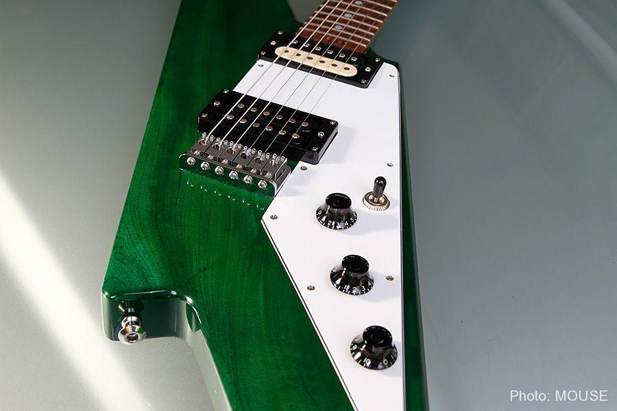 サンダーボルト・ギターのピックガード