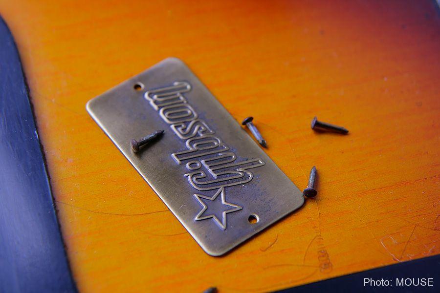 Gibsonバッジと固定用の釘