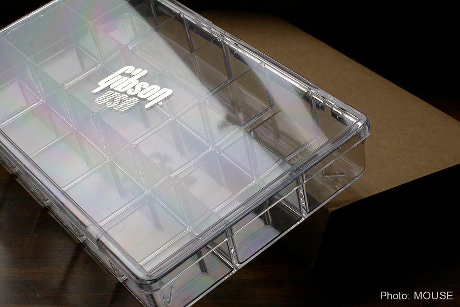 Gibson USAのロゴが入ったクリアボックス