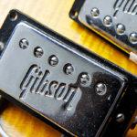 ギブソンのロゴ入りピックアップカバー