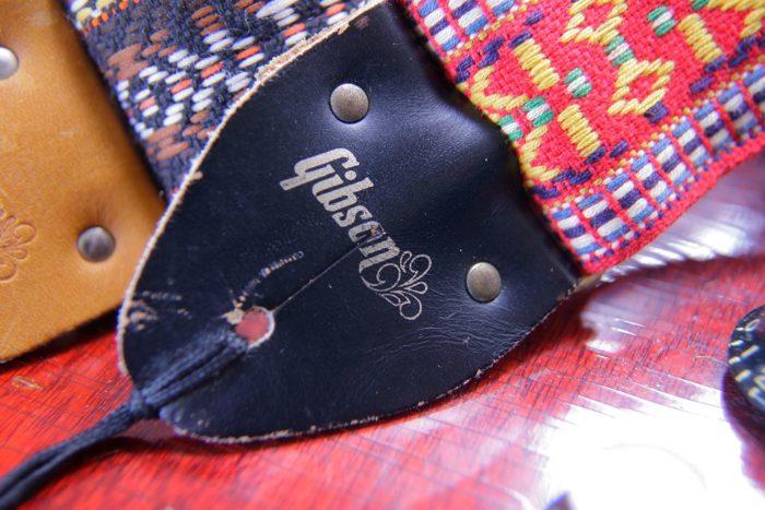 1973年に新品のギターを購入した時に手に入れたギブソンのストラップ