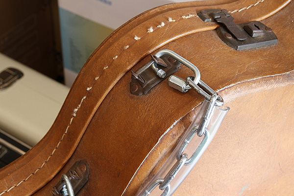 guitar-case-handle-repair-00