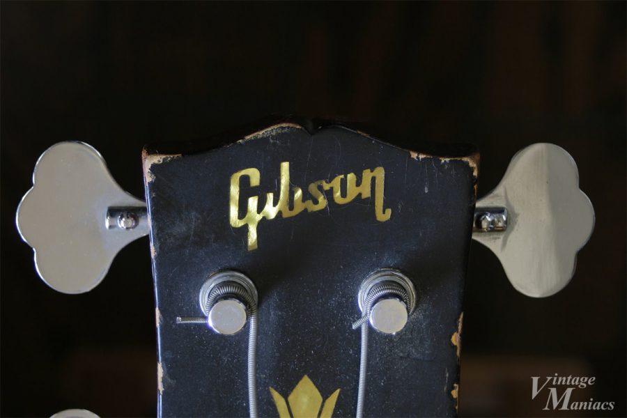 ベースにもギター同様のGibsonロゴが搭載されている