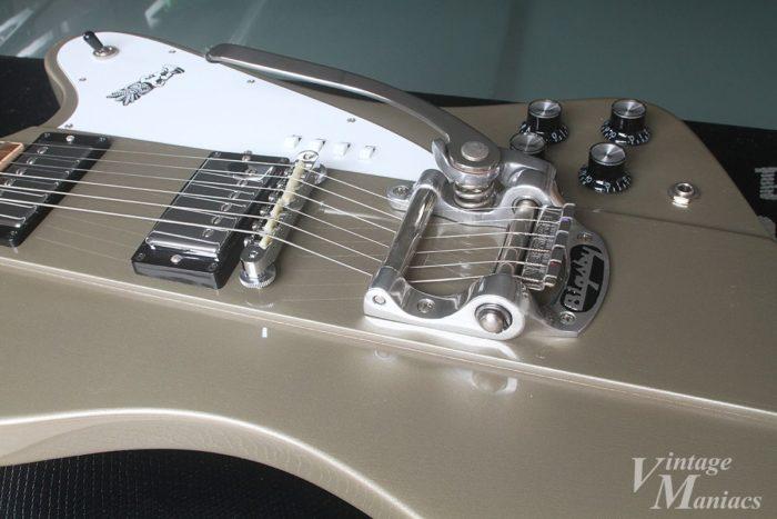 エリオット・イーストン・モデルに搭載されたビグスビーは弦交換が容易