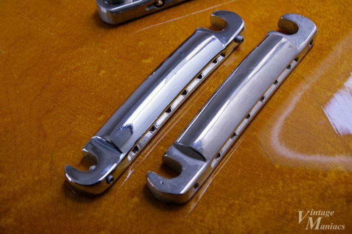 71年のリイシュー・ゴールドトップに搭載された2種類のテールピース