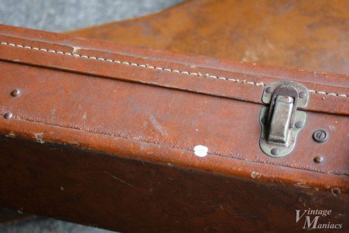 バッジが取り付けられていないギブソン純正ハードケース