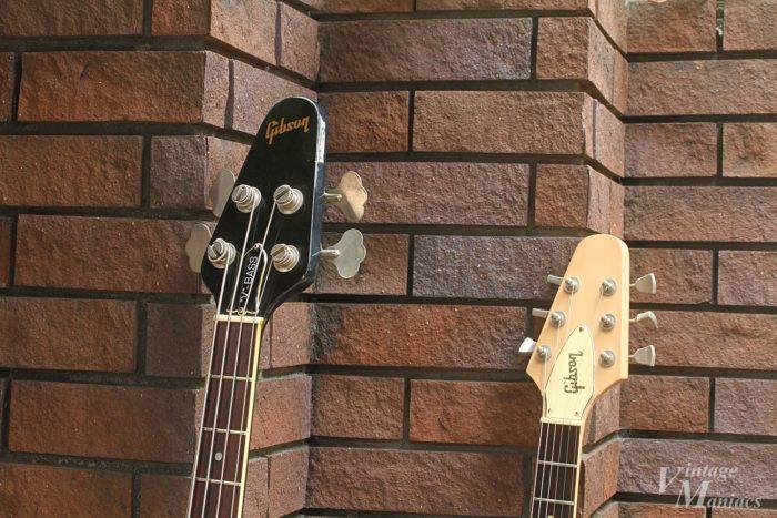 フライングVベースとギターのヘッドストック