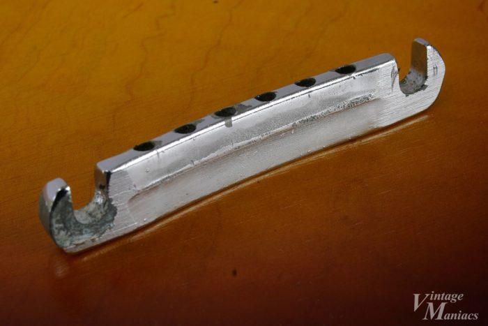 ギブソンが新規金型で生産した60年中期のテールピース
