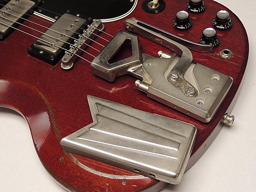 ギターに搭載したMojoAxeのサイドウェイ・ヴァイブローラ
