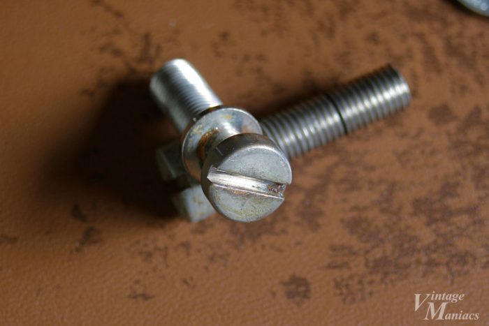 アールのついたスタッドボルトの溝