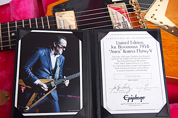 joe-bonamassa-flying-v-00