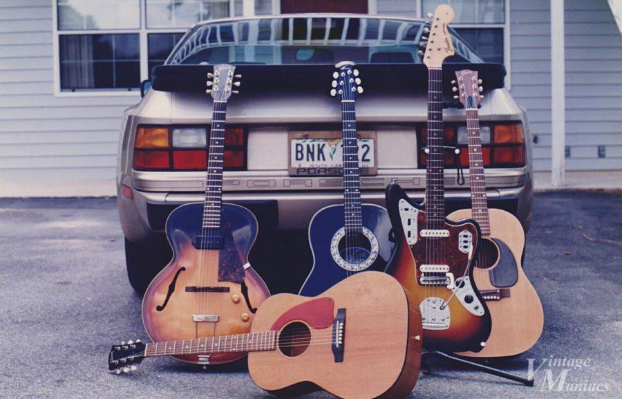 愛車のポルシェ944といろいろなギター