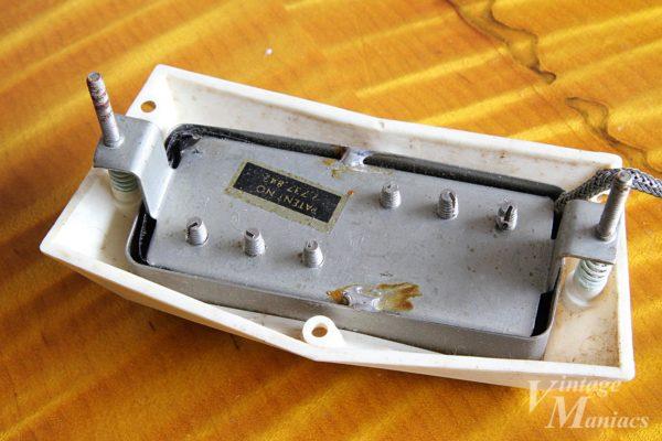 スプリットコイル・ミニハムバッカーの裏側のPatナンバーデカール