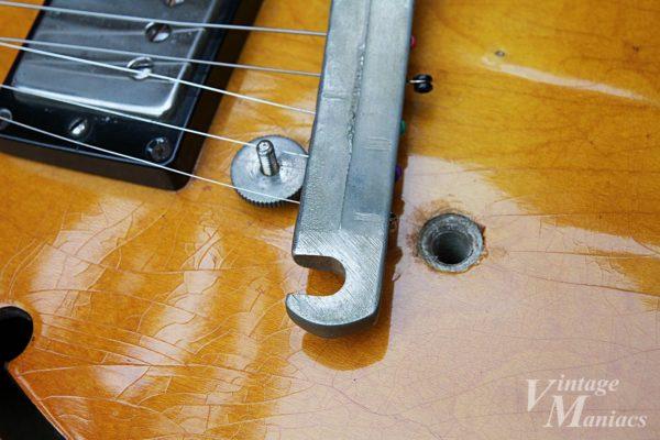 ギターから外したテールピース