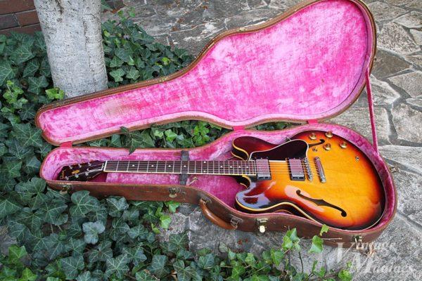 オリジナルのハードケースに入ったヴィンテージのES-335