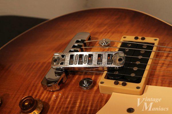 工夫されたHeritage Guitarsのブリッジ