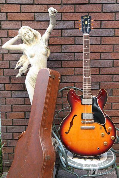 女神像とGibson ES-335