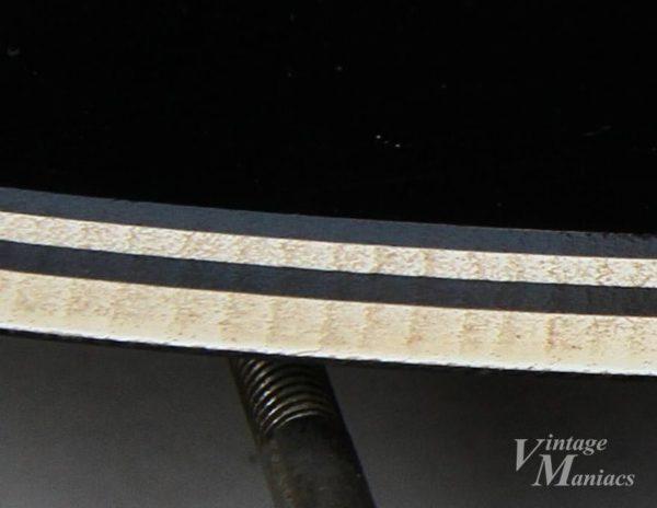 切削痕が見えるヴィンテージのピックガード