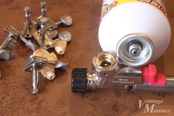 メタルペグボタンを溶かすバーナーのアタッチメント
