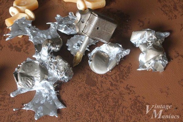 熱で溶けた金属のペグボタン