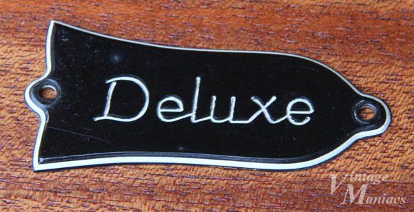 彫り文字のDeluxeのロッドカバー