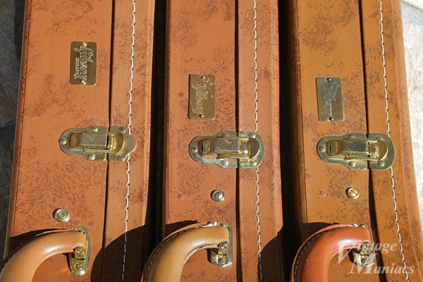 Gibsonバッジの取り付け位置比較