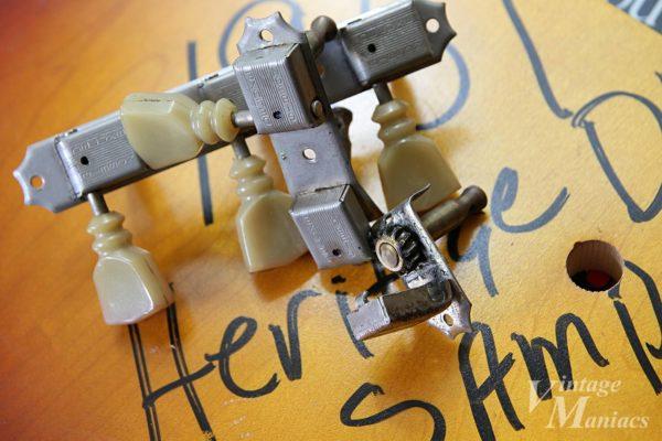 ダブルライン・2コブ・チューリップボタンのクルーソン3連ペグ