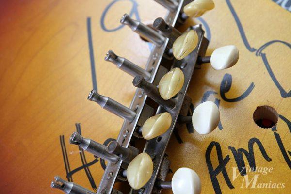搭載ギターが不明の3連ペグ