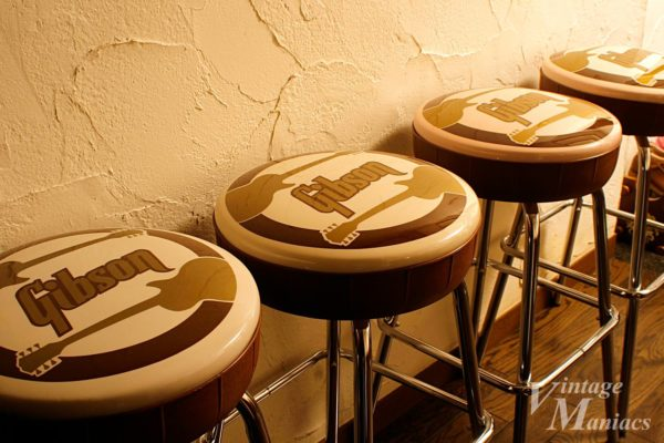 ギブソンのロゴ入り椅子