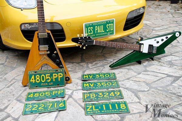 ヴィンテージ・ナンバープレートとサンダーボルト・ギター