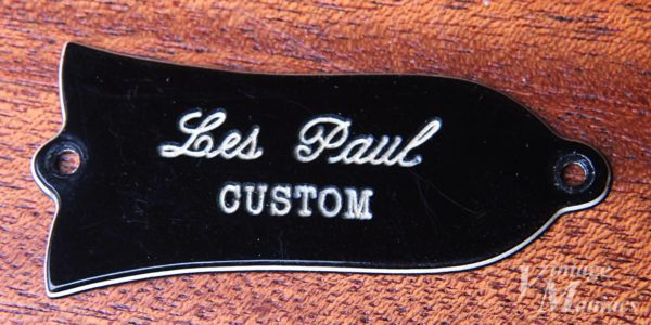 白い部分が薄いLes Paul CUSTOM刻印のロッドカバー