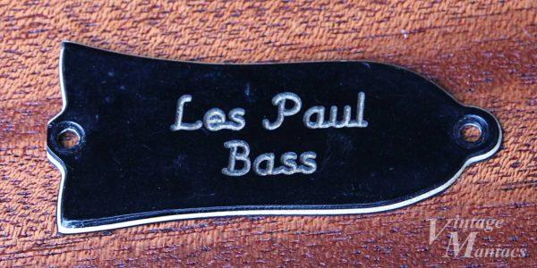 ファクトリーオリジナルで切断されたLes Paul Bassのロッドカバー