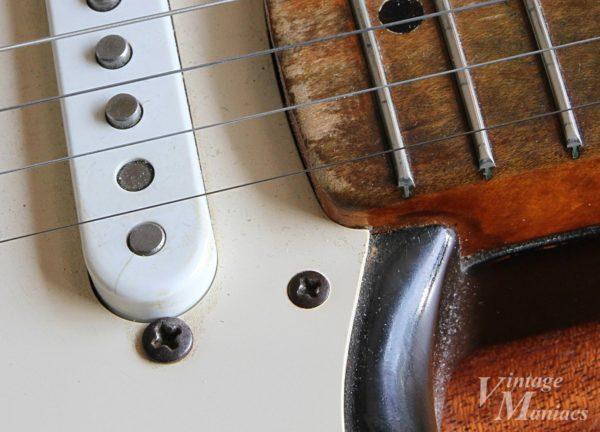 オリジナルのネジが残っているヴィンテージのストラト