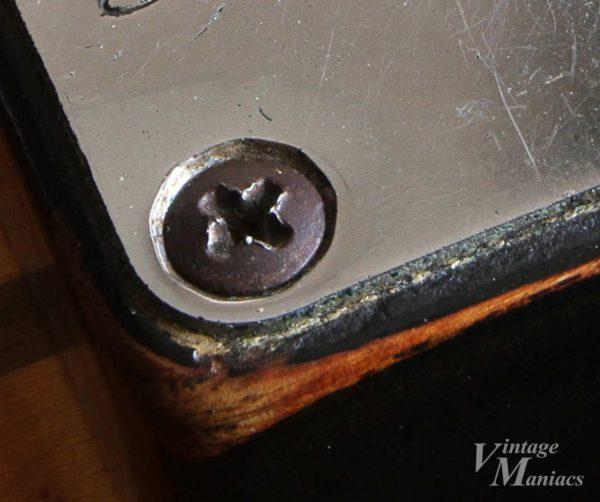 ストラトのネックプレートの穴の加工