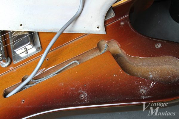 71年メダリオン・ファイヤーバードのピックガードの裏面
