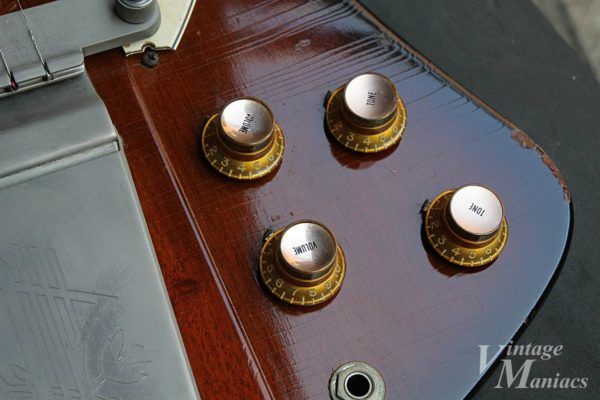 63年ファイヤーバードのメタルトップノブ