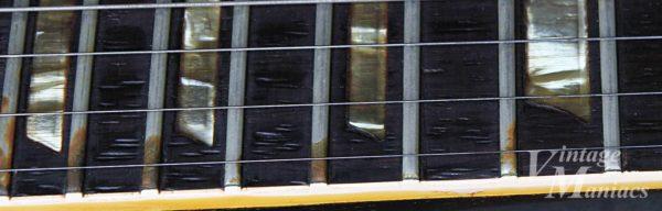 指板の木目が見える、透き通ったポジションマーク