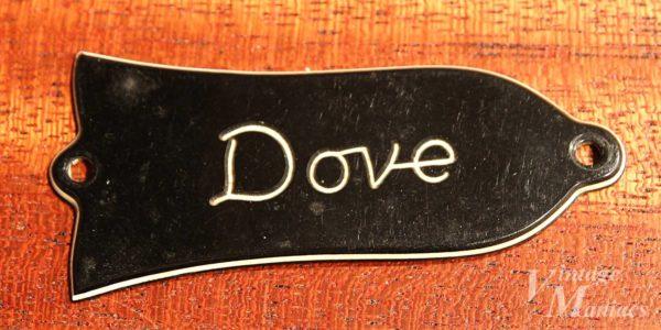 Gibson Doveのトラスロッドカバー