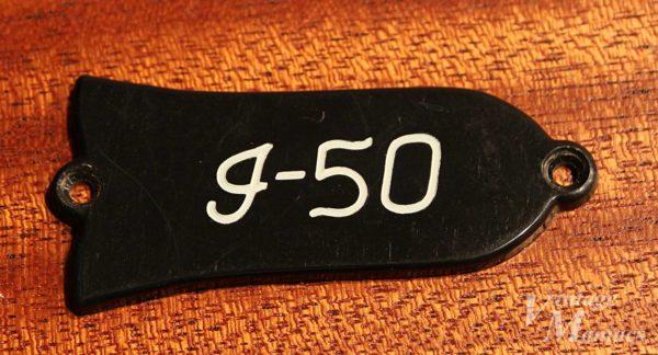 Gibson J-50のブラック1プライのロッドカバー