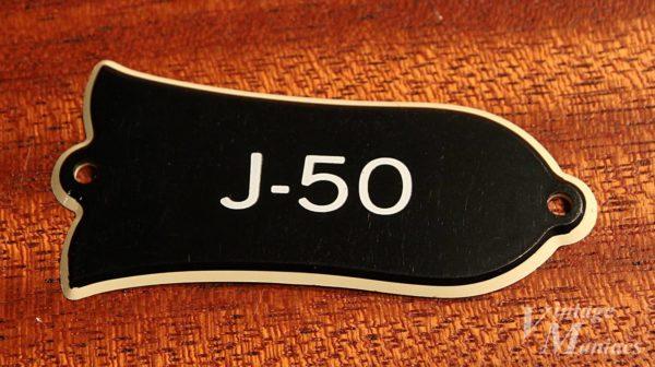 Gibson J-50のトラスロッドカバー