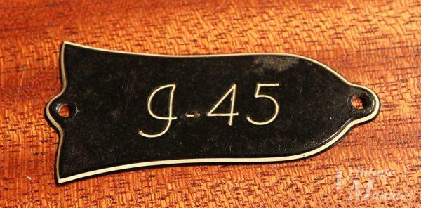 Gibson J-45のトラスロッドカバー