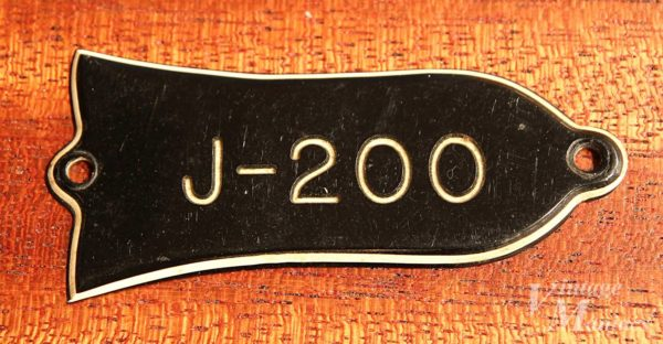 Gibson J-200のトラスロッドカバー