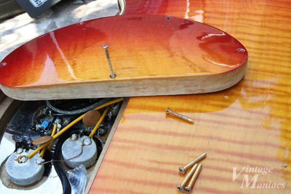 バックプレートの厚みを考慮した長いスクリュー