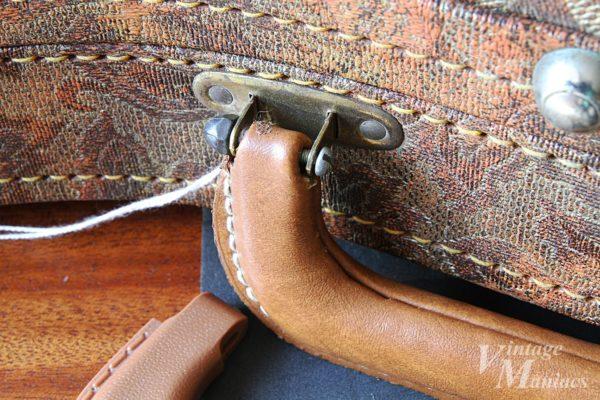 ギターケースハンドルの修理に使われたボルトとナット