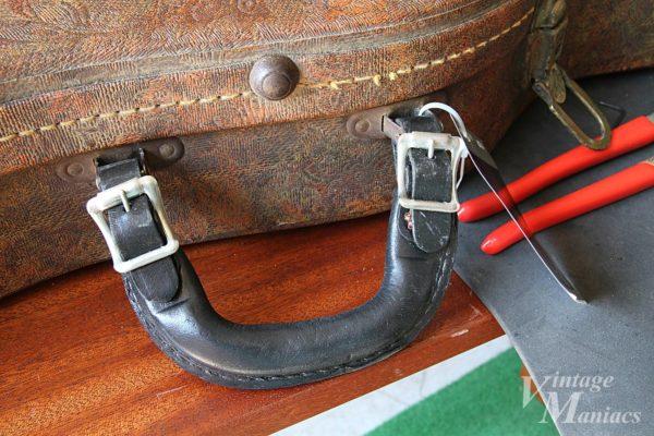 リペアに使われたベルト式のレザーハンドル