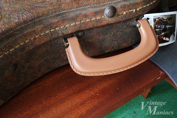 樹脂ハンドルに交換したギターケース